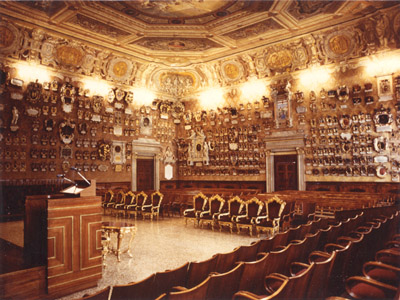 <i ><b><a target='_blank' style='color : #fff;' href='http://en.wikipedia.org/wiki/University_of_Padua'>Aula Magna</a></b> : Home room of the Bo palace..</i>