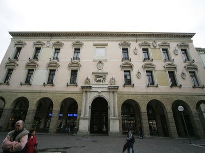 <i ><b><a target='_blank' style='color : #fff;' href='http://en.wikipedia.org/wiki/University_of_Padua'>The Front of Bo palace</a></b>.</i>